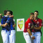 Ezkurdia y Albisu sse abrazan tras un tanto en San Fermín