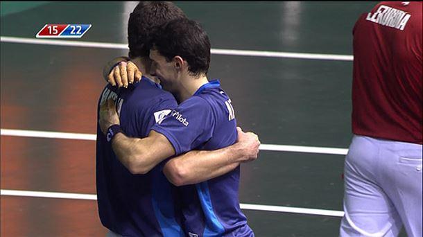 Altuna III y Martija tras vencer en el partido