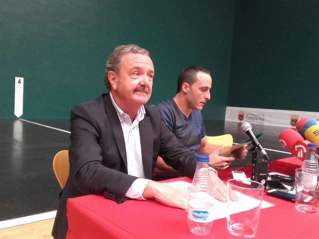 Martínez de Irujo en rueda de prensa / Martínez de Irujo prentsaurrean