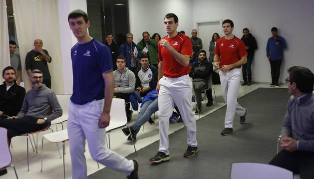 Joseba Ezkurdia y José Javier Zabaleta, en la presentación de las camisetas de la final