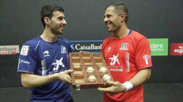 Olaizola II y Altuna, satisfechos con el material para la final de Bilbao