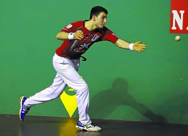 Altuna III estrenó la camiseta roja con triunfo