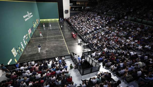 Imagen de la final con las gradas del Navarra Arena repletas de público