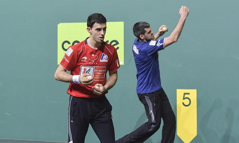 Jokin Altuna eta Joseba Ezkurdia,igandeko finalerako aukeratutakopilotekin, atzo, Nafarroa Arenan