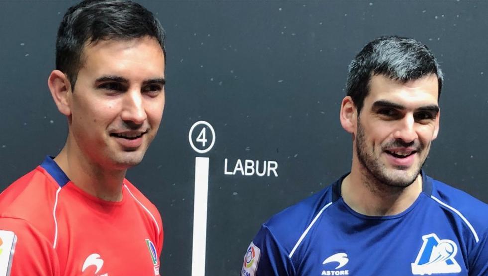 Urrutikoetxea y Ezkurdia, en la elección de material para la semifinal del Cuatro y Medio del domingo en Bilbao