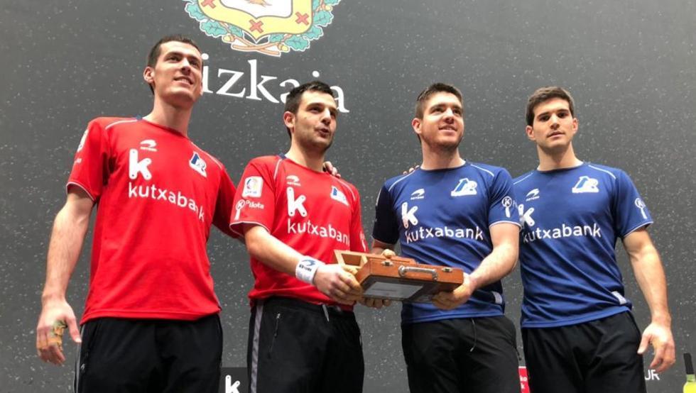 Rezusta, Elezkano, Irribarria y Zabaleta, con las pelotas separadas para la final del Parejas del domingo