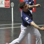 José Javier Zabaleta restando una pelota