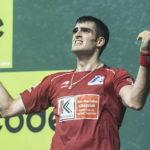 Joseba Ezkurdia, neke aurpegiarekin, atzoko partidan eginiko azken tantoa ospatzen