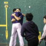 Zabala y Pedro Ruiz se abrazan en un choque anterior