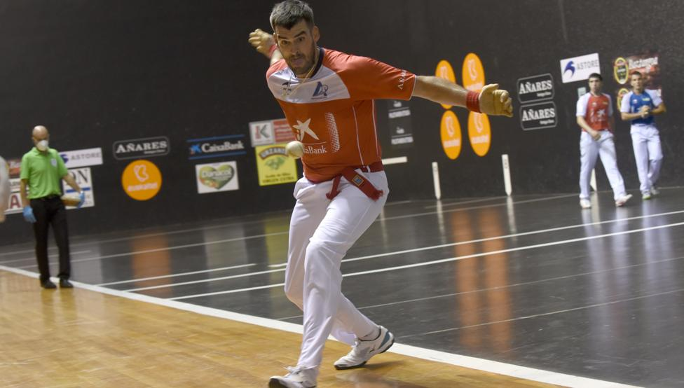 Ezkurdia firmó una gran actuación en el Bizkaia, donde el martes peleará junto a un espectacular Martija por las txapelas del Mano Parejas