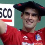 Joseba Ezkurdia, con la txapela de campeón tras ganar la final del Cuatro y Medio