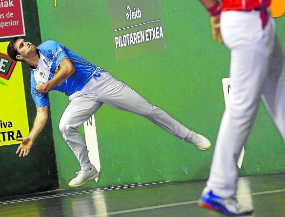 José Javier Zabaleta sufrió ayer en los cuadros largos del frontón Labrit